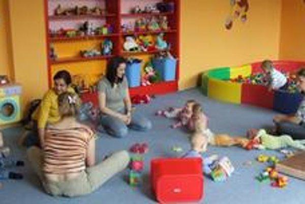 Srdcom materského centra je herňa. Podmienkou vstupu do centra je, aby dieťa ani jeho sprievodca, ktorým nemusí byť bezpodmienečne matka, ostatných nenakazili.