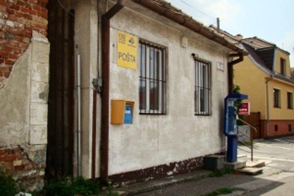 Budova na Myslenickej ulici v Grinave bola sídlom Slovenskej pošty do konca minulého roka. Mesto ju chce teraz predať.