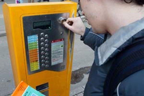 Automaty na lístky sa na eurá začnú prerábať 29. decembra, na Silvestra budú po 16.00 do polnoci vypnuté.