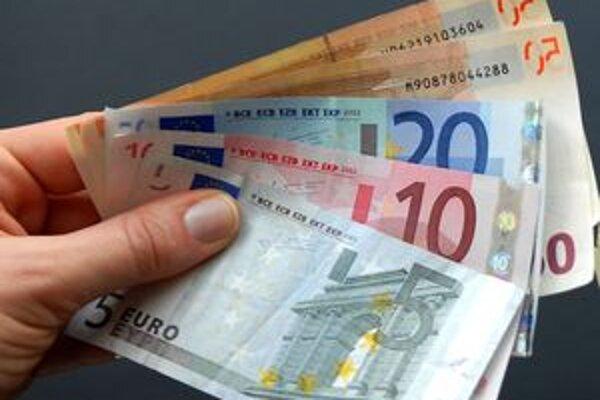 Okrem iného muž obral mladíka o 600 eur.