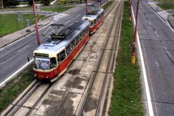 O dopravnom riešení Ružinovskej sa diskutuje už dlho. Ružinovská samospráva chce presadiť, aby sa ulica predĺžila až po letisko. Napojenie na Vrakuňu by ju zmenilo na tranzitnú cestu.