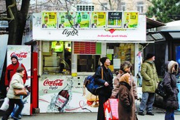 Menšie prevádzky v centre, ako sú stánky s občerstvením, prechod na euro neodradil. Mnohé sa chystajú otvoriť už dnes alebo 7. januára.