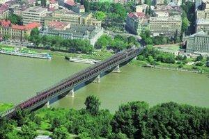 Starý most bude pre individuálnu dopravu zatvorený najmenej dva roky.