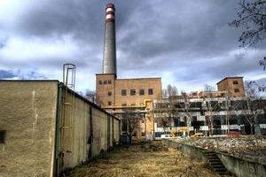 Jurkovičova tepláreň je ďalšia z industriálnych pamiatok. Budovu s tehlovou fasádou vidieť na fotografii pod komínom.