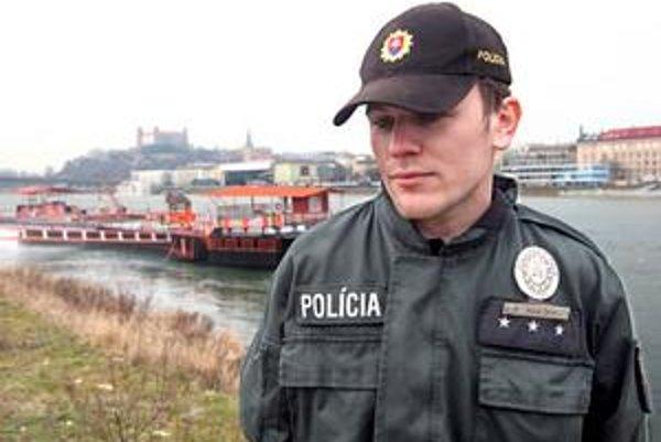 Jeden zo štyroch záchrancov trinásťročnej Sone, Marcel Čižmár, na mieste kde ju vytiahli z vody.