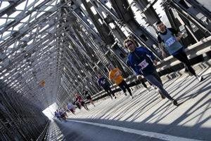 Trať minuloročného City Marathonu viedla aj cez Starý most.