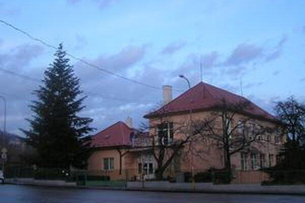Pamätná tabuľa Gustáva Husáka mala na miestnom úrade visieť už v decembri.