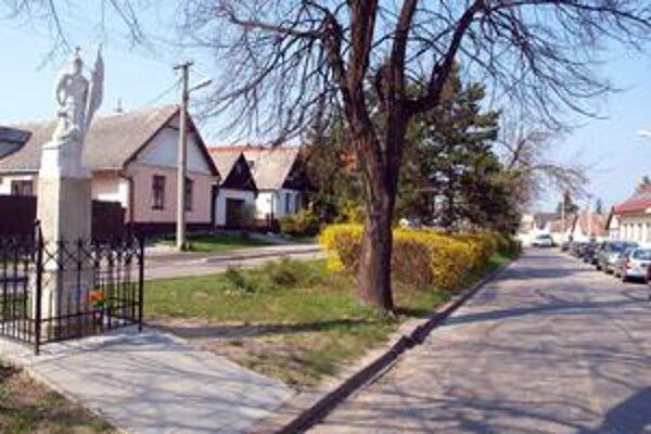 Pamätná doska sa má osadiť do konca mája. Namiesto miestneho úradu, však má visieť na Jadranskej ulici.