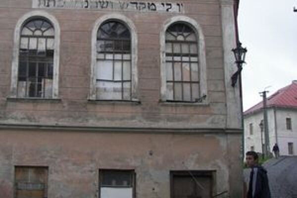 Spoločnosť sa chystá zrekonštruovať aj synagógu. Bude v nej galéria aj kaviareň.