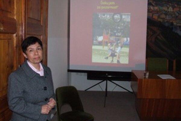 Primátorka Zuzana Balážová na ostatnom zastupiteľstve prezentovala víziu detského ihriska.