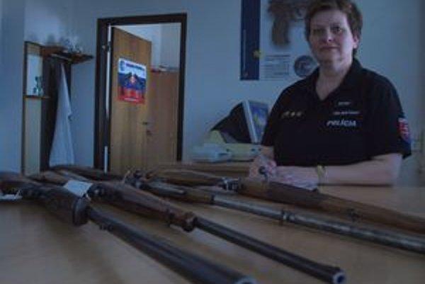 Stella Ivanová. Vedúca oddelenia dokladov sa so záujemcami o zbraňovú amnestiu stretáva takmer denne.