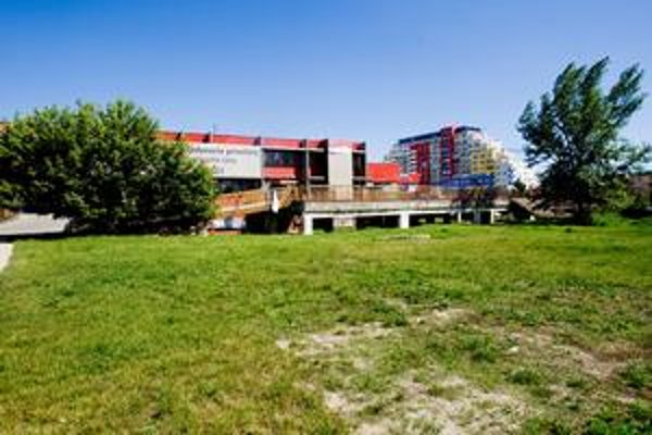 Na lúke pri Lidli neďaleko kostola má vyrásť multifunkčný projekt s bytmi a kanceláriami.