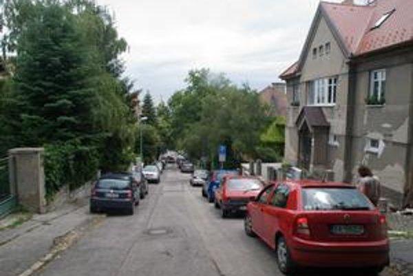 V časti Lermontovovej ulice ostáva dvojsmerná premávka. Staromestská komisia dopravy tak rozhodla na žiadosť obyvateľov, ktorým by zmena komplikovala príjazd k domom.