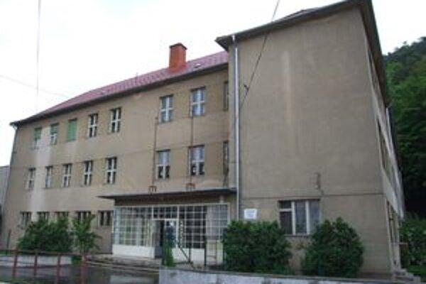 Budova, v ktorej sídli novobanská cirkevná škola.