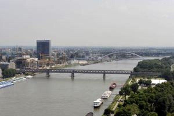 Trať má viesť aj popod Dunaj, bude sa tu raziť tunel.