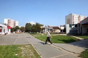 Vlastenecké námestie by mali vylepšiť nové lavičky aj osvetlenie. Petržalka to chce platiť z európskych peňazí.