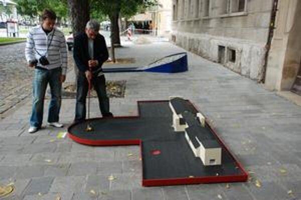 O Bratislavu hrali náhodní okoloidúci. Na chvíľu sa mohli stať primátorom či developerom.