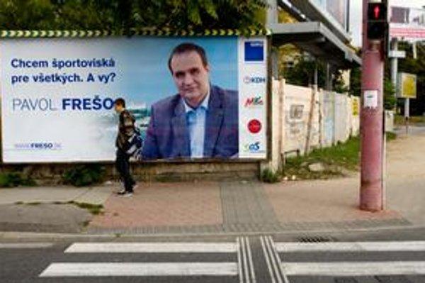 Hoci kampaň oficiálne nezačala, po meste už visia bilbordy dvoch záujemcov o post župana. Pavol Frešo sa vo svojej kampani pýta voličov.