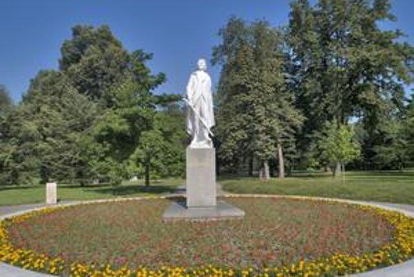 V centrálnej časti sadu sa naposledy v lete reštaurovala mramorová socha Janka Kráľa. Reštaurátori pracovali priamo na mieste. Teraz sa tu má vymieňať dlažba. Osadia sa nové lavičky a smetné koše. Na celkovú obnovu parku chce Petržalka získať európske pen