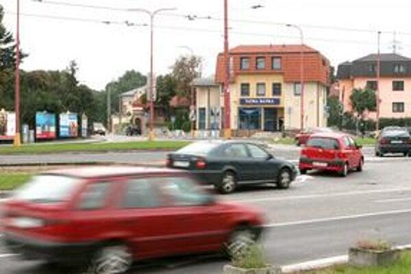 Karloveská je známa prikázanou štyridsiatkou. Dodržiava ju však len málo vodičov.