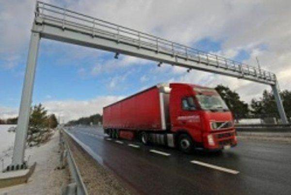 Kamióny stoja na hraniciach s Maďarskom.