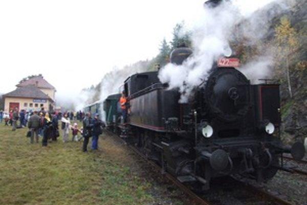 Parná lokomotíva z čias Rakúsko-Uhorska po príchode do Kozelníka.