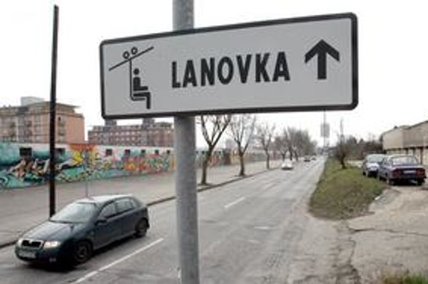 K zvýšeniu záujmu o lanovku na Kamzík malo prispieť aj značenie, ktoré je už na Pionierskej ulici.