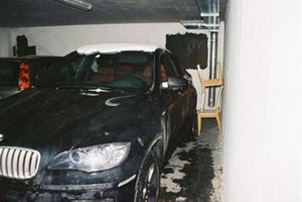 Ukradnuté auto našli policajti v Podunajských Biskupiciach.