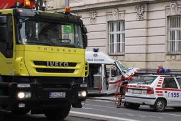 Pri havárii sa zranili štyria ľudia.