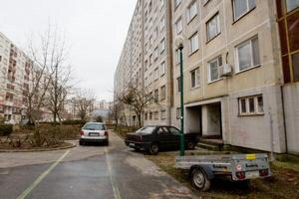 Pozemky v petržalskej lokalite Lúky pod bytmi, škôlkou aj školou vlastní súkromník.