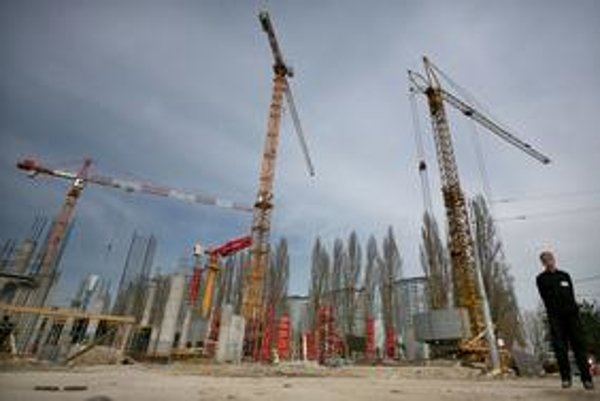 Stavba hneď vedľa zimného štadióna v Bratislave rastie bez povolenia.