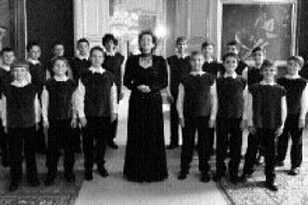 Jubilujúci Bratislavský chlapčenský zbor (vznikol v roku 1982) sa predstaví v sobotu 24. novembra v novej budove SND, kde sa bude udeľovať Cena Tatrabanky. Pod vedením dirigentky Magdalény Rovňákovej zaspievajú chlapci niekoľko skladieb zo svojho bohatéh