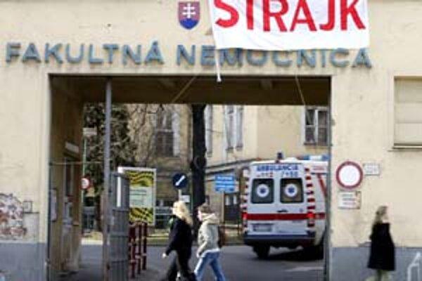 Na jar minulého roka v Bratislave štrajkovala väčšina zdravotníckych zariadení.