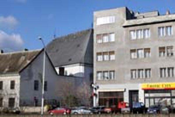 Na Konventnej ulici vedľa objektov patriacich evanjelickej cirkvi bude sexshop. Budova pôvodne patrila tejto cirkvi, no v reštitúcii ju nezískala späť.