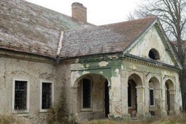V čunovskom kaštieli chcela mať mestská časť v minulosti turistické zariadenie či sanatórium.