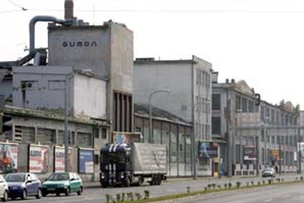 Gumonu na Košickej obvodný úrad životného prostredia uložil, aby lepšie odsával zapáchajúce plyny.