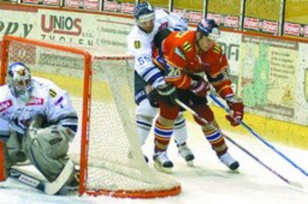 V nedeľu sa hokejisti Slovana predstavia vlastným divákom v súboji proti Kežmarku.
