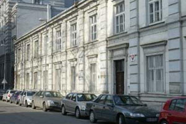 V apríli by mali poslanci mesta rozhodnúť o budúcnosti budovy bývalej školy na Lazaretskej ulici.