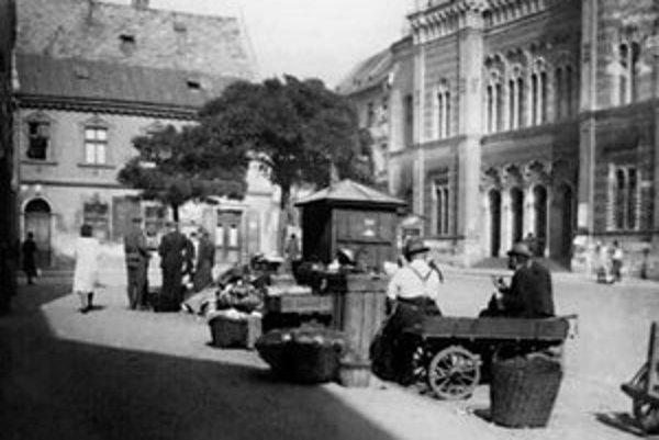 Rybničné námestie okolo roku 1940.