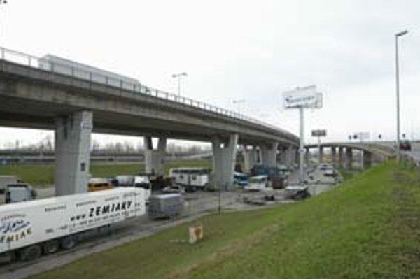 Zanedbané územie v okolí Prístavného mosta už dlhé roky poznamenáva zložitá doprava. Nová administratívna zóna v jeho blízkosti by mala mať nové pravidlá.