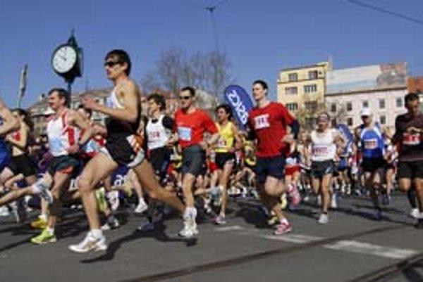 Štart aj cieľ mestského maratónu bol na Hviezdoslavovom námestí.
