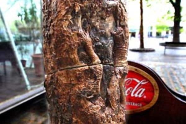 Cez víkend neznámy páchateľ napílil strom na Hviezdoslavovom. Staré Mesto