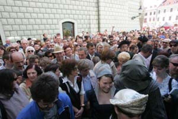 Po dlhej rekonštrukcii sa mohli včera ľudia pozrieť do Apponyiho paláca. Záujem bol obrovský.