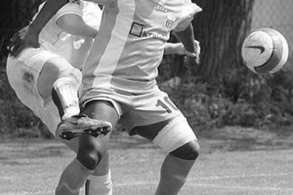 Najlepší treťoligový strelec, Petržalčan Lembakoali sa v zápase 19. kola III. futbalovej ligy MŠK I. Petržalka – Družstevník Blatné strelecky nepresadil, ale jeho tím zvíťazil 3:0.