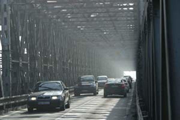 Automobilová doprava má ostať na Starom moste zachovaná.