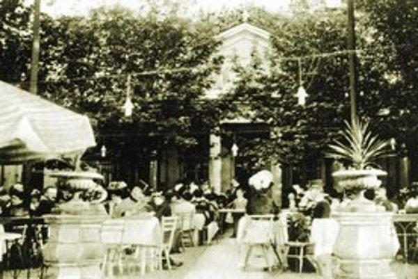 Stará Bratislava ešte neznervóznela. Au Café v Petržalke.