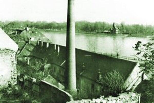 Žižkova č. 2, pohľad z Oeserovej cez Floriánsku ulicu do dvora arzenálu.
