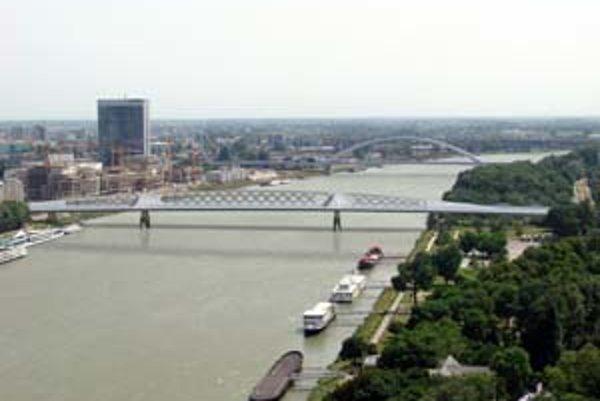 Jeden z troch navrhnutých variatov mosta, ktorý má nahradiť Starý most. Je označený písmenom C.