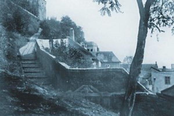 Cesta na Hrad zo Šťukovej ulice okolo roku 1940.