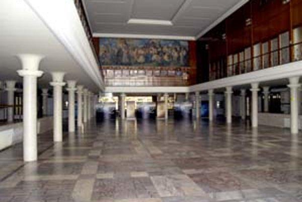 PKO postavili v rokoch 1943 až 1948 pre Dunajské veľtrhy, ktoré v meste bývali od roku 1921. Desaťročia sa tu konali napríklad Bratislavské jazzové dni, Bratislavská lýra a boli tu aj kľúčové koncerty slovenského bigbítu.